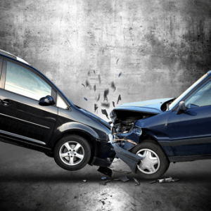 Zwei aufeinanderprallende Autos